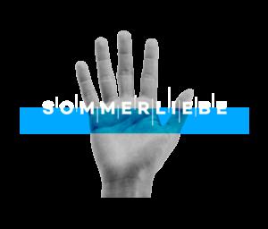 Das Logo für Sommerliebe: Auf transparentem Hintergrund wird eine fotografierte, offene Hand mit Handinnenseite gezeigt. Die Hand ist schwarz-weiß. Darüber befindet sich der groß geschriebe Schriftzug