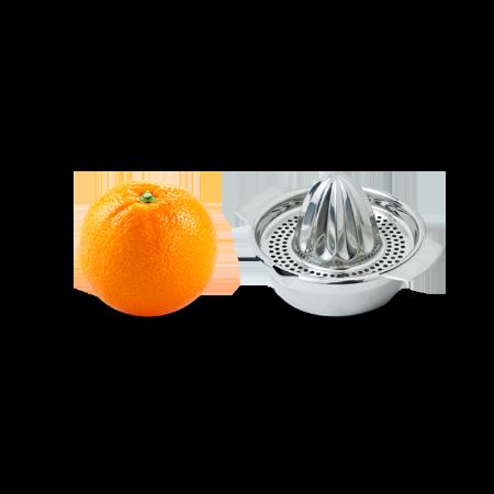 Orange mit Saftpresse auf transparentem Hintergrund – Strategie, Events und Texting für erfolgreiche Pressearbeit.